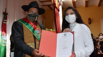 La Paz: Leyla Castro renuncia como Secretaria de la Gobernación y deja el cargo a su tío