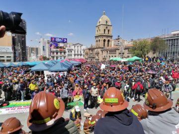 El Gobierno llega a acuerdo con cooperativistas mineros y se levantan los bloqueos en La Paz