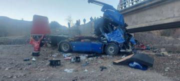 Policía reporta accidente de tránsito, hay heridos y vehículo cayó del puente