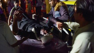 Los sueños afganos se ahogan en un baño de sangre en el aeropuerto de Kabul