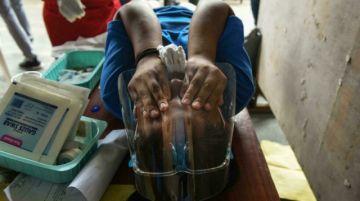 """La """"época de la circuncisión"""" comienza en Filipinas con retraso por el virus"""