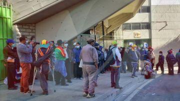 La Paz:  Arrestaron a hincha que quiso ingresar al estadio con carnet de vacunación que no tenía sus datos