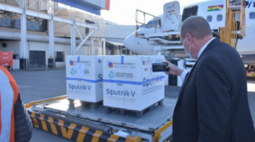 Llega a Bolivia un lote de 30 mil segundas dosis de la vacuna Sputnik-V