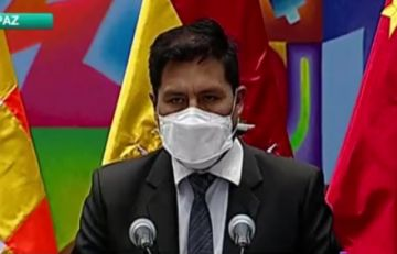 """Gobierno avisa a Santos Quispe que asumirá """"acciones directas"""" si no acelera vacunación en área rural"""