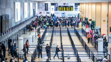 Perú levanta suspensión de vuelos con Brasil e India, mientras Sudáfrica sigue vetada
