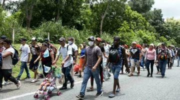 Una nueva caravana migrante avanza desde el sur de México