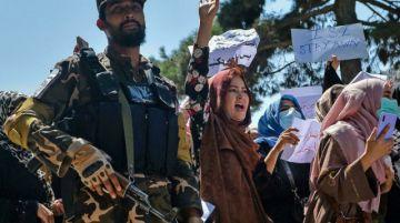 Talibanes dispersan nuevas protestas en Kabul y siguen preparando gobierno