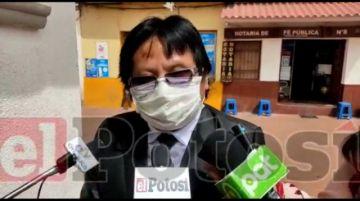Primer abogado no vidente sale de la Universidad y dice que es discriminado en las instituciones