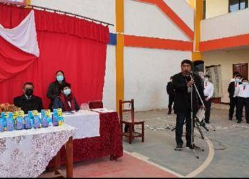 Entregan ítems para maestros y equipos celulares para el distrito de Potosí