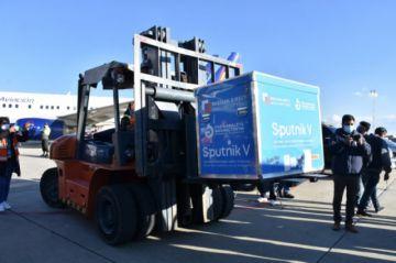 Luis Arce anuncia que 370.000 segundas dosis de Sputnik V llegarán a Bolivia la próxima semana