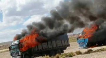 Militares del CEO incineran dos camiones con mercadería de contrabando en La Paz