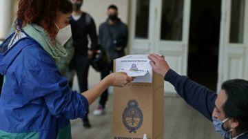 Argentina vota en primarias para legislativas y mide apoyo al gobierno