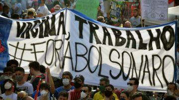 Cientos protestan contra Bolsonaro en Brasil tras semana de tensiones