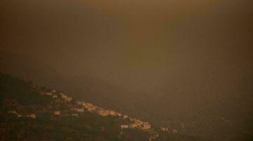 La lluvia ayuda a combatir el gran incendio que azota Andalucía