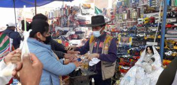 Miniaturas y artesanías se muestran en Feria de Alasita