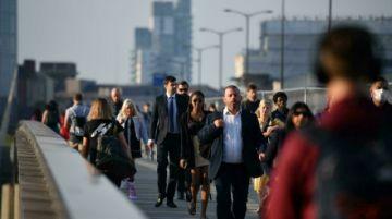 El desempleo sigue bajando en Reino Unido y las ofertas de trabajo alcanzan un récord