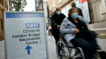 Reino Unido administrará tercera dosis de vacuna anticovid a mayores de 50 años