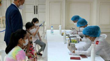 Camboya comienza a administrar la vacuna anticovid a niños de 6 a 12 años