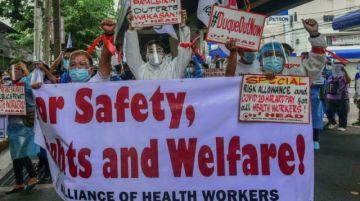 Agotados, los enfermeros filipinos batallan contra el covid y las renuncias