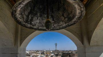 La campana de una iglesia de Mosul repica de nuevo siete años después del EI