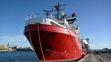 """El """"Ocean Viking"""" socorrió a 129 migrantes en el Mediterráneo durante el fin de semana"""