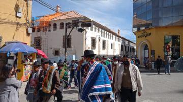 Comunarios marchan por el proyecto Paranturi