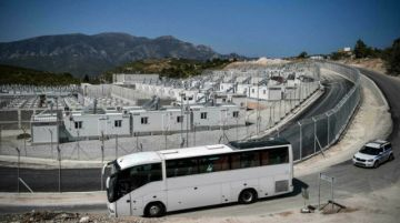 Grecia empieza los traslados al primero de sus nuevos campos para migrantes