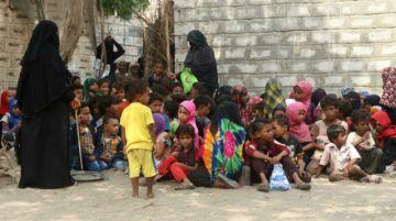 Profesora de Yemen abre su casa a niños alejados de la escuela por la guerra y la pobreza