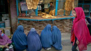 """""""Este es nuestro hogar"""": las mujeres defienden sus derechos en Afganistán"""