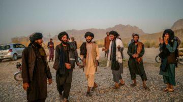 La danza de los talibanes cuando el sol se pone en Afganistán