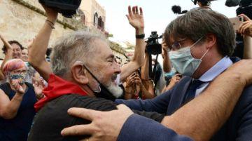 """""""Seguiré peleando"""", dice Puigdemont durante baño de multitudes en Cerdeña tras liberación"""