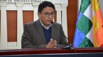 """Gobierno anuncia proceso por """"ultrajar"""" la whipala y acusa a Camacho de """"separatista"""""""