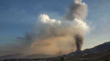 El aeropuerto de La Palma, inoperativo por acumulación de cenizas del volcán