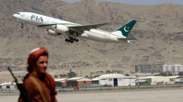 Talibanes exhortan a aerolíneas a reanudar sus vuelos hacia Afganistán