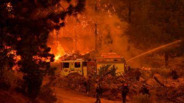 California combate el fuego con fuego para proteger sus gigantes secuoyas