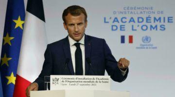 Investigan a un fotógrafo por una imagen del presidente francés en traje de baño