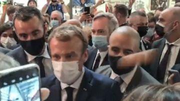 Hospitalizan al joven que lanzó un huevo contra el presidente francés
