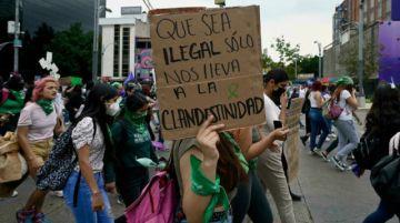 México avanza hacia despenalización del aborto con retos en su marco legal