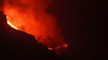 La lava ya gana más de 10 hectáreas al mar en Canarias
