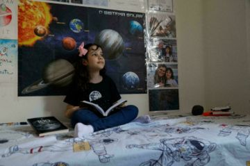 'Nicolinha' tiene ocho años y es cazadora de asteroides