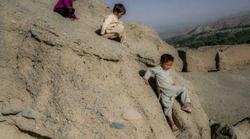 Entre el hambre y el miedo en las cuevas de Bamiyán, en Afganistán