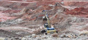 Manquiri sigue trabajando con maquinaria pesada en el Cerro Rico