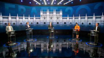 Candidatos presidenciales de Chile prometen cambiar el sistema privado de pensiones