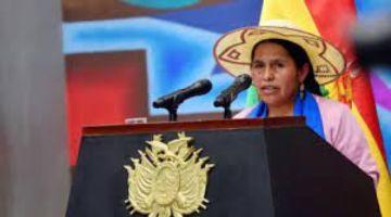 Ministerio de Culturas pide a la fiscalía actuar de oficio contra Calvo por dichos sobre la wiphala