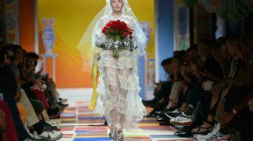 El británico Ifeanyi Okwuadi, gran premio de la moda del festival de Hyères