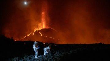 Cenizas volcánicas causan suspensión de vuelos en isla española