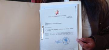 Bancada del MAS presenta el contrato de la minera Manquiri