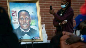 Tres estadounidenses blancos van a juicio por la muerte de un corredor afrodescendiente
