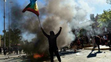 Reportan que hay dos muertos y 450 detenidos dejan disturbios a dos años de la revuelta social en Chile