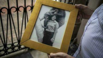 """""""Ojalá ande por ahí"""", México busca a nacidos en cautiverio durante guerra sucia"""